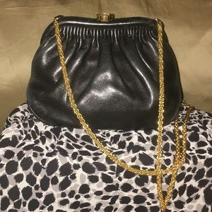 CHANEL VINTAGE crossbody body with gold chain